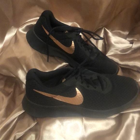 Nike Shoes Black And Rose Gold Nike Running Shoe Poshmark